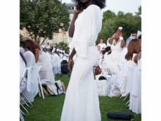 African American woman at the Diner en Blanc in Paris 2018 / black fashion photography / DEB Paris 2018 / Matthieu Waddell Photo / Paris Photographer Matthieu Waddell