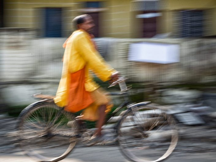 Bike rider / Rudraprayag/ India / Matthieu Waddell Photo