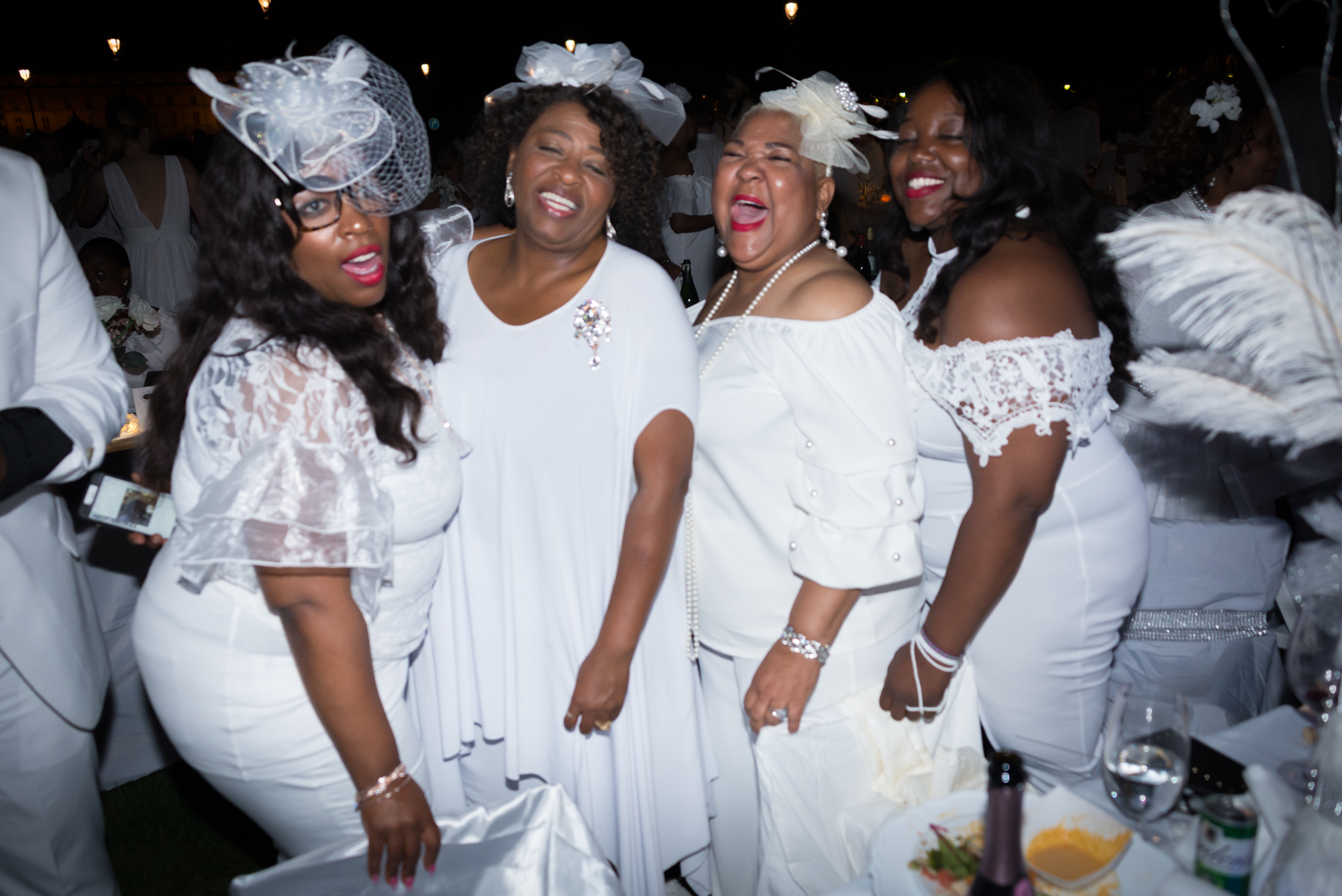 Diner en blanc Paris 2018 / African American Women / Matthieu Waddell Photo / Paris Photographer