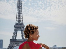 African American woman at the Eiffel Tower / black fashion photography / Matthieu Waddell Photo / Paris Photographer Matthieu Waddell