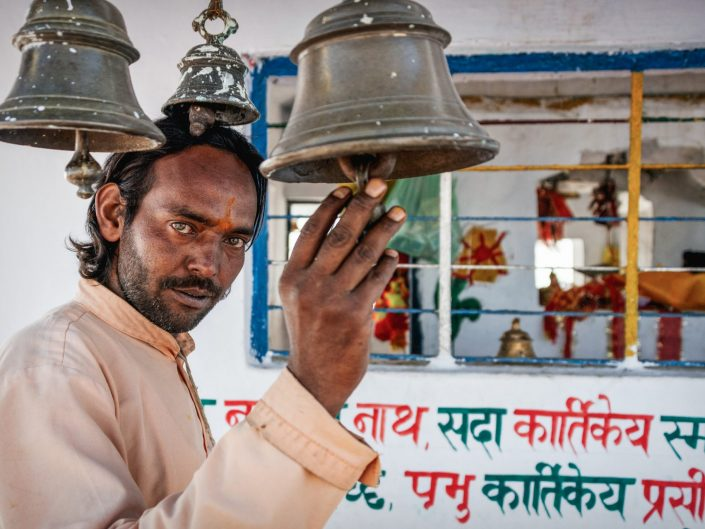 Priest at the Kartik Swami Temple in India / Uttarakhand / Travel Photography / Street Photography / Matthieu Waddell Photo / Professional Photographer / Paris photographer