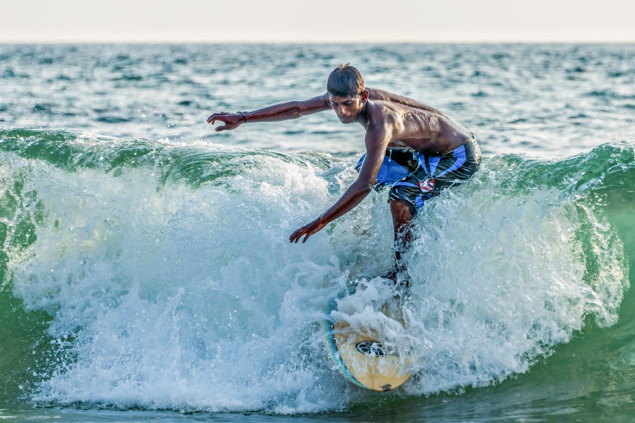 Surfer in Kovalam Beach, Kerala / India / Travel Photography / Street Photography / Matthieu Waddell Photo / Professional Photographer