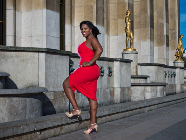 African American woman posing at Trocadero / Paris France / Travel Photography / Street Photography / Matthieu Waddell Photo / Professional Photographer / Paris Photographer