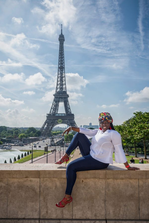 African American woman in Paris / Eiffel Tower / Trocadero / Matthieu Waddell Photo / Paris Photographer