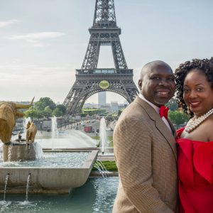 Amazing African American couple in Paris at Trocadero with the Eiffel Tower in the background / Matthieu Waddell Photo / Paris Photographer